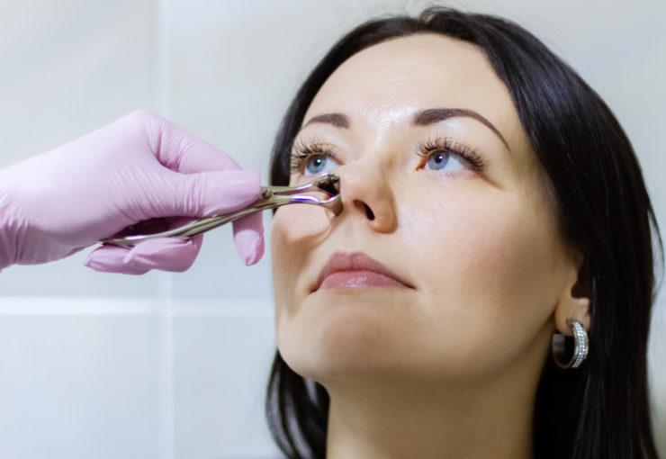 Зависимость от капель и спреев для носа: чем грозит и как ее лечить?